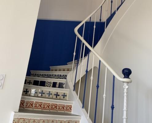 Escalier Blanc et Bleu - SylviColor-Peintures naturelles